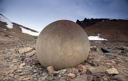 Каменные шары острова Чамп (Россия)