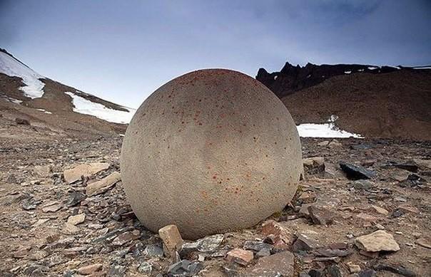 Каменные шары острова Чамп. Фото: vk.com