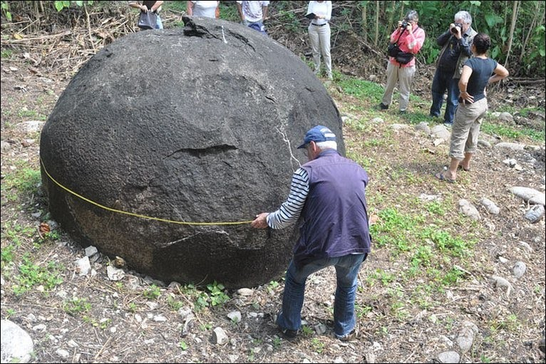Каменные шары острова Чамп. Фото: anti-pr.ru