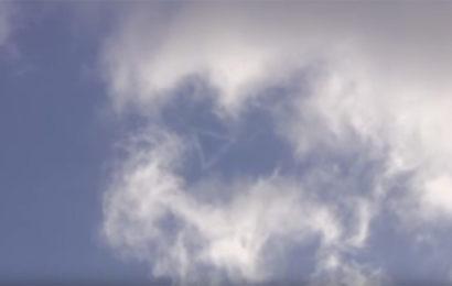 Странный треугольник в облаках над Францией