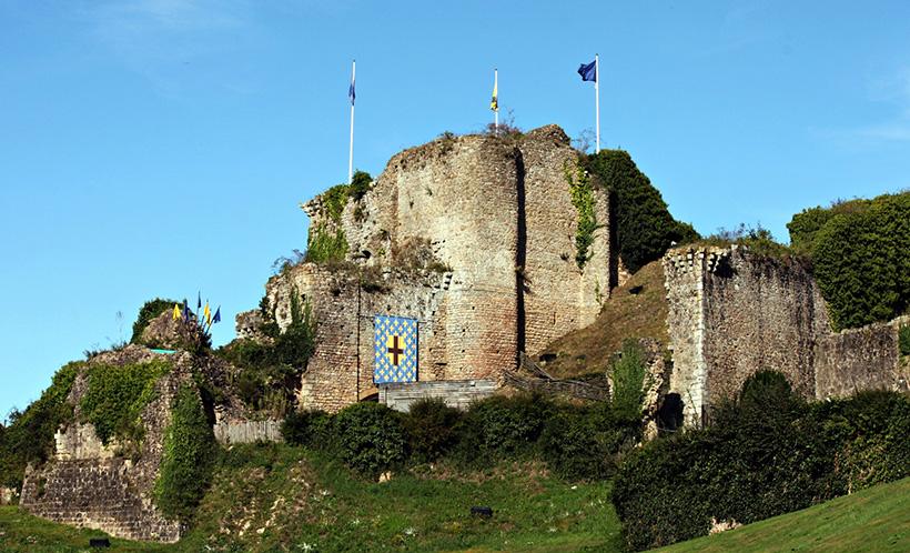 Руины замка Тиффож