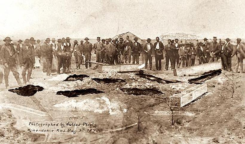 Раскопки могил жертв семейства Бендеров
