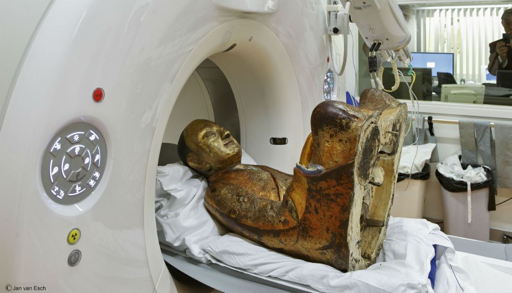 Мумия монаха внутри статуи Будды