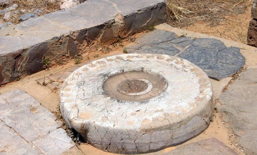 Каменный диск из Малии