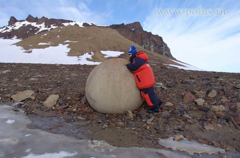 Каменные шары острова Чамп. Фото: polus.ru