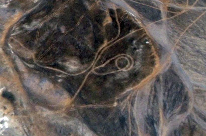 Загадочные линии в песках Египта