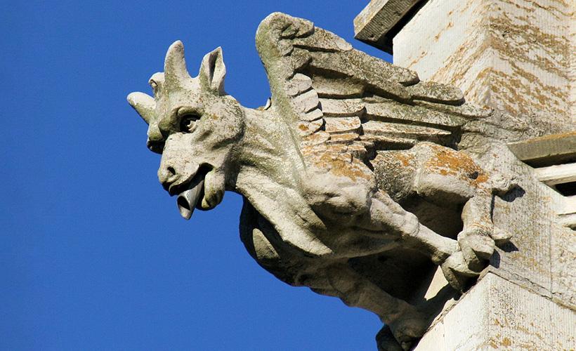 Горгулья мраморной церкови замка Боделвидан