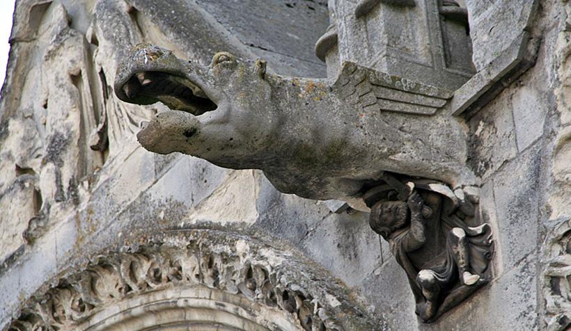 Гаргулья-бегемот собора в Лане