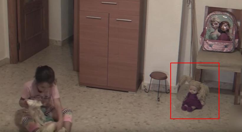 Видео с движущейся куклой и мебелью поразило пользователей сети