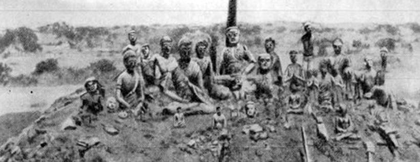 Глиняные статуи с золоченными лицами