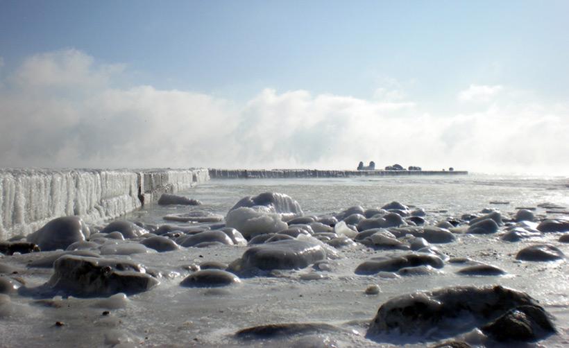 Вблизи Одессы в 2013 году море покрылось льдом до самого горизонта