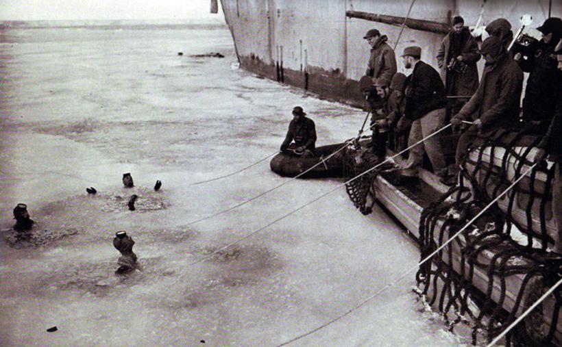 1 января 1947 года капитан 3 ранга Томпмон и старший мичман Диксон, используя маски «Джек Браун» и кислородные аппараты совершили первое в истории США погружение в антарктических водах