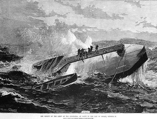 Игла Клеопатры во время шторма