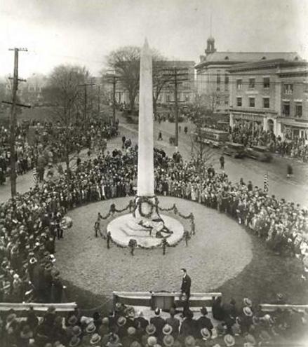 Празднование установки обелиска в Нью-Йорке