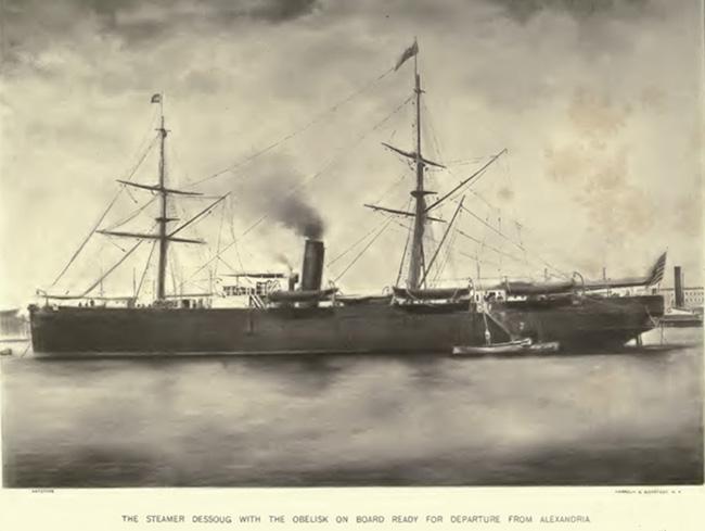 Пароход Dessough с обелиском на борту готов к отплытию из Александрии