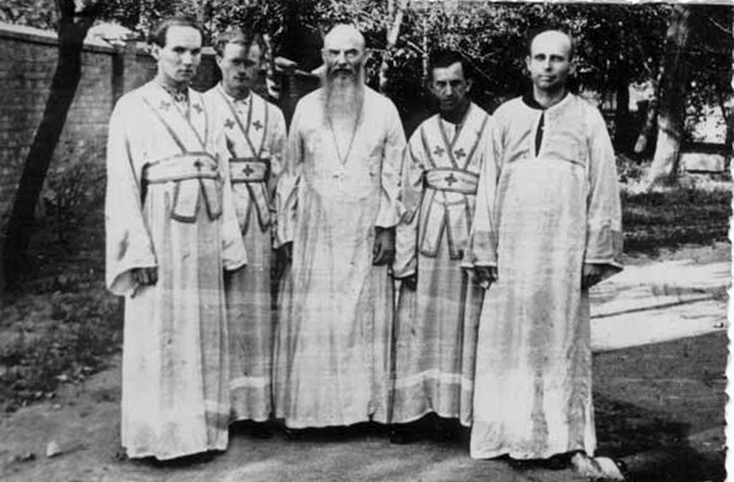 Александр Ильин среди монахов Киево-Печерской лавры