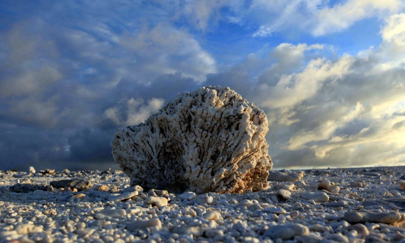 НЛО потерпел крушение на необитаемом острове в Тихом океане