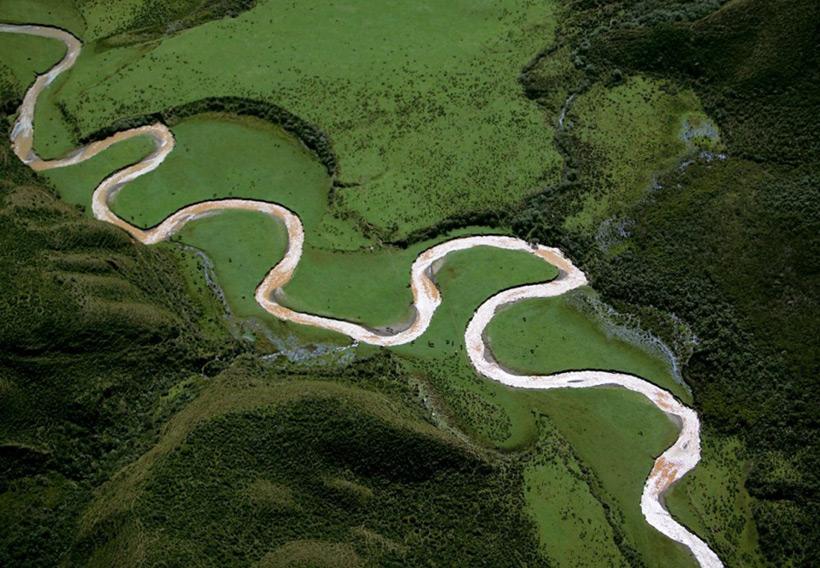 Древние карьеры или петляющие реки?