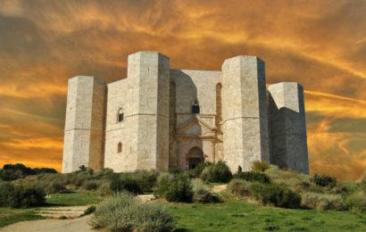 Загадочный замок Кастель дель Монте