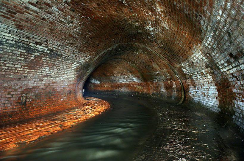 Подземный коллектор реки Неглинки, подземное русло которой ведёт до Александровского сада