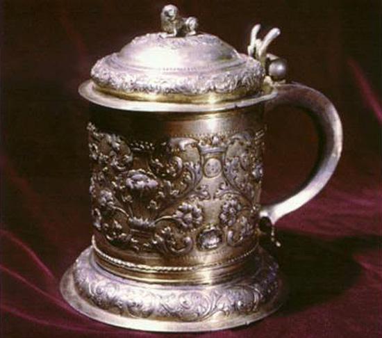 Серебряная кружка работы Равича