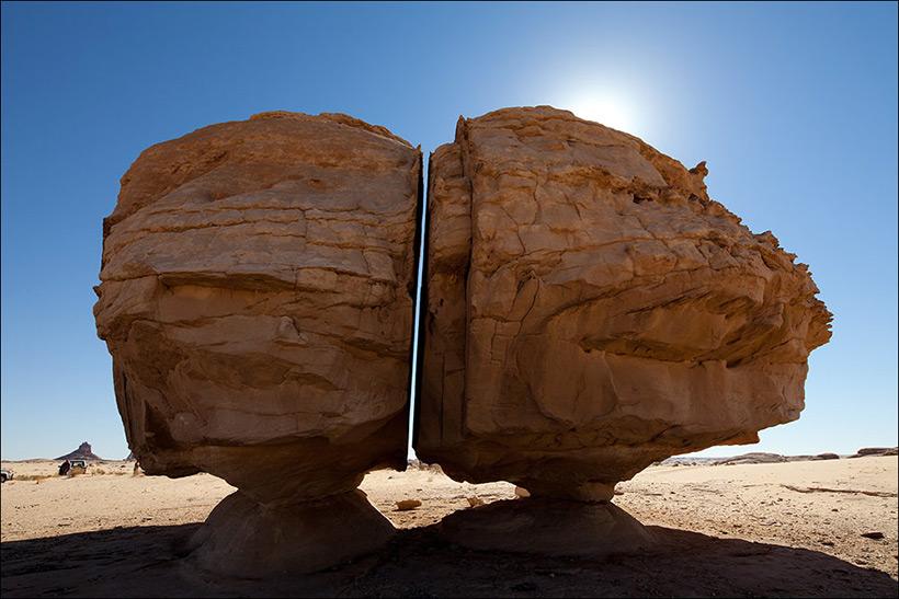 Камень Аль Наслаа в Саудовской Аравии