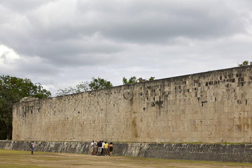 Поле для игры в мяч в Чичен–Ица