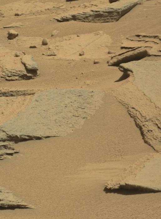 Неожиданные объекты на снимках Марса