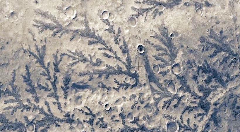 Смоделированный полет над Марсом