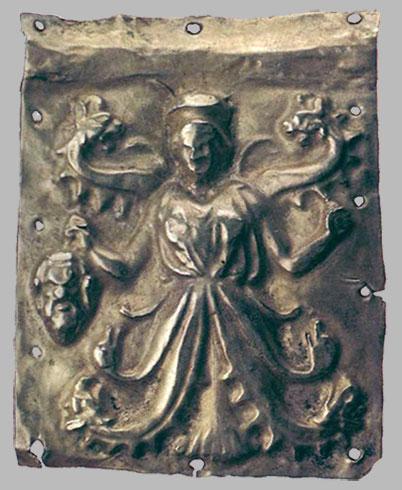 Бляшка с рельефным изображением змееногой богини