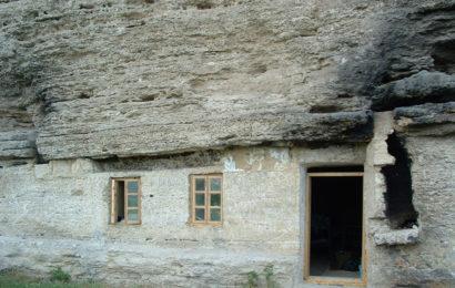 Загадочное место Молдовы — скальный монастырь