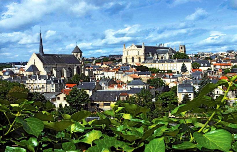 Современная фотография города Пуатье во Франции