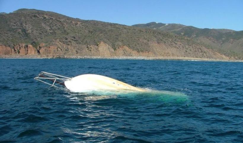 Затонувшая яхта