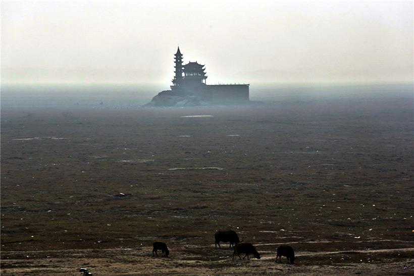 Обнаженное дно озера Поянху из-за засухи