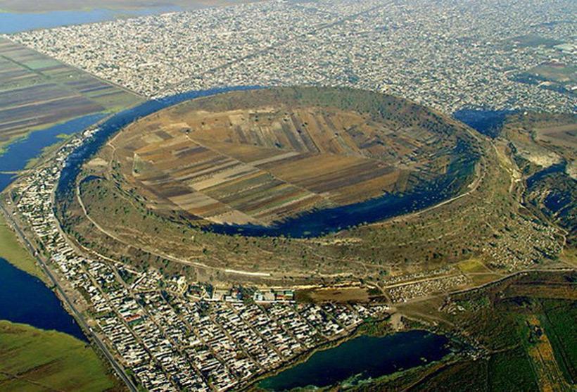 Вулкан Ксико. Находится в самом южном конце мегаполиса Мехико