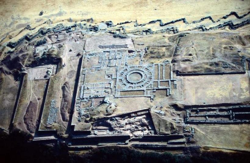 Перуанский город Ольянтайтамбо