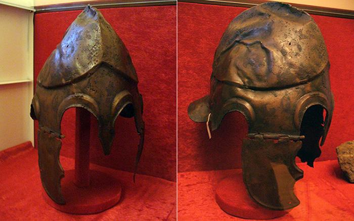 Шлем с нащечниками