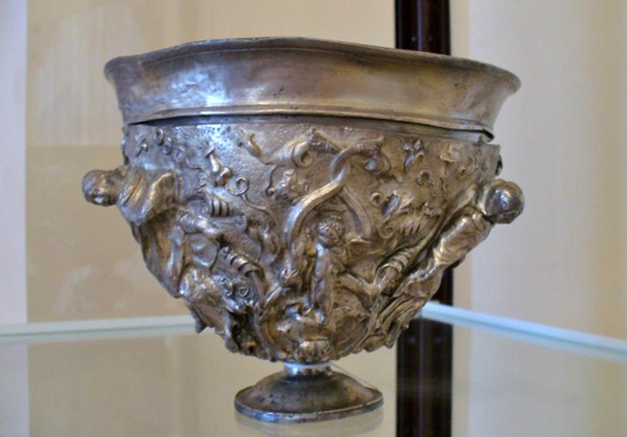 Серебряная двуручная чаша