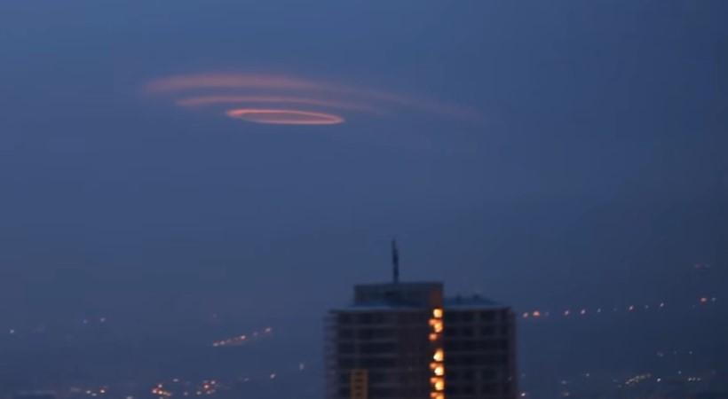 Круглые оранжевые облака видели над Анкарой в 2012 году