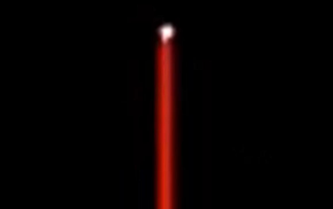 НЛО испускают вертикальные лучи