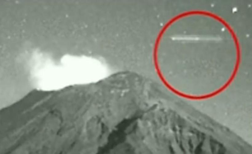Цилиндрический НЛО был замечен над вулканом Попокатепетль в 2013 году