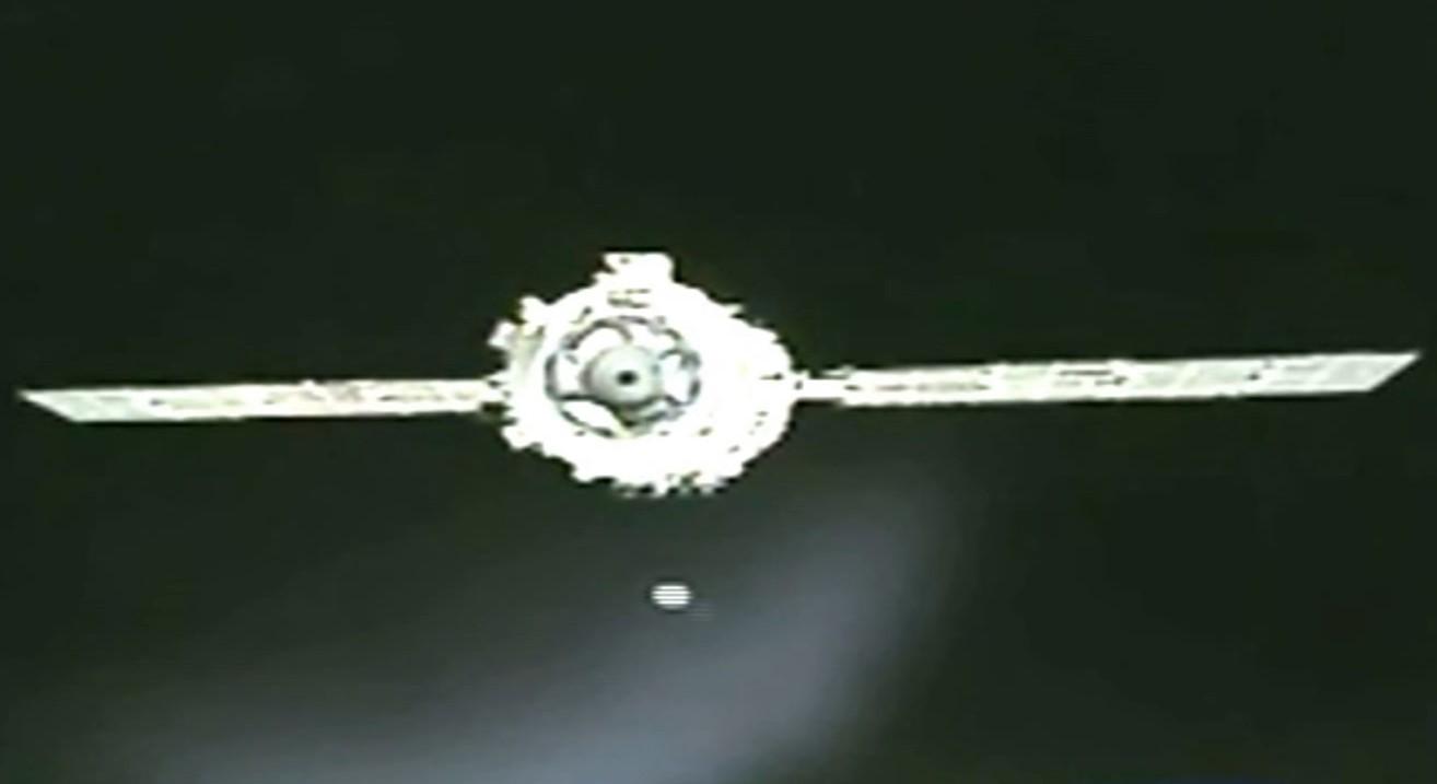 При отстыковке китайского корабля «Шэньчжоу-8» на камеру попал НЛО