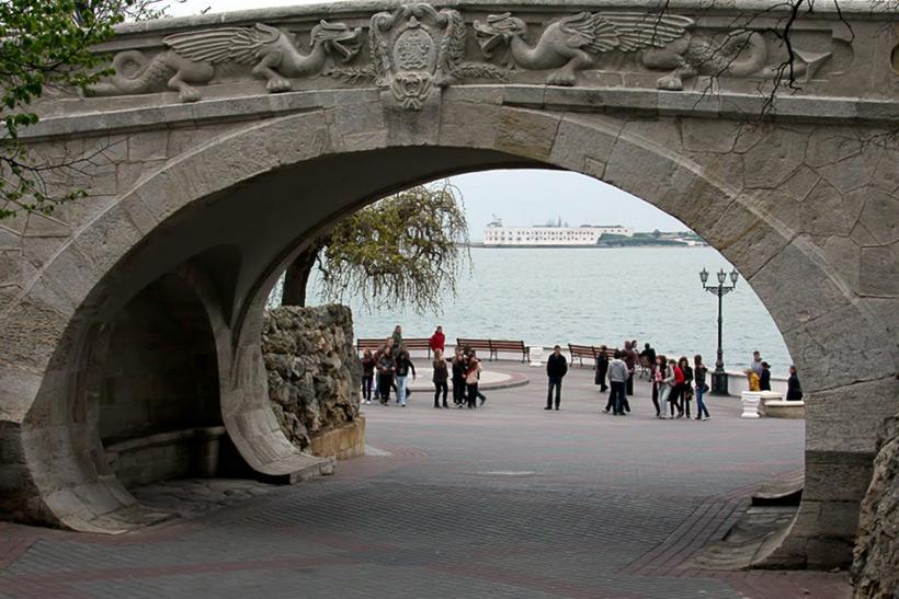 Каменный мост в Севастополе