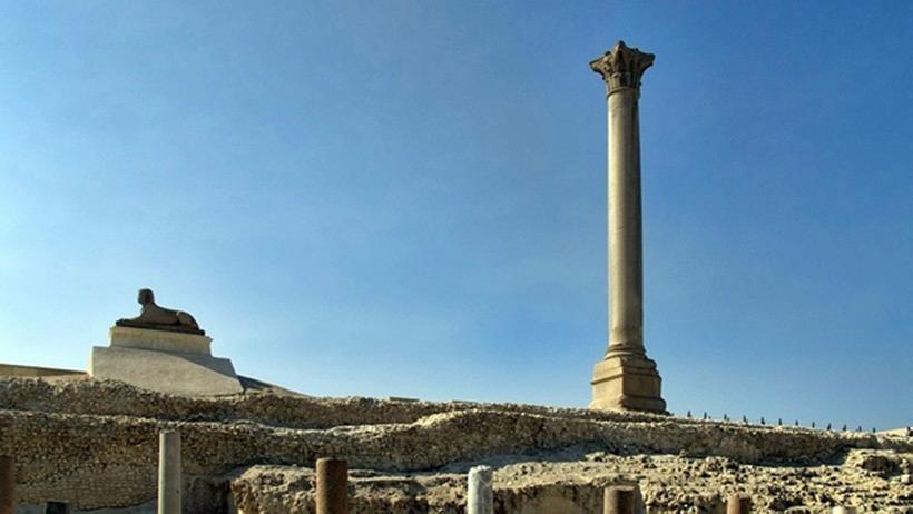 Помпеева колонна из гранита