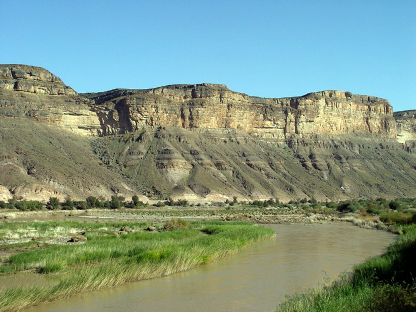 Южная Африка. Orange River and mountains