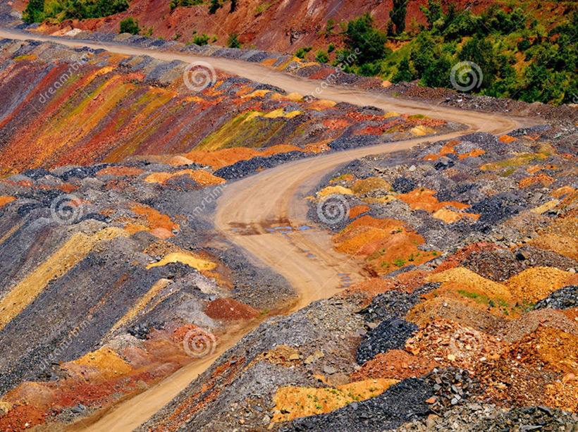 Цветные отвалы из истощенной железной руды