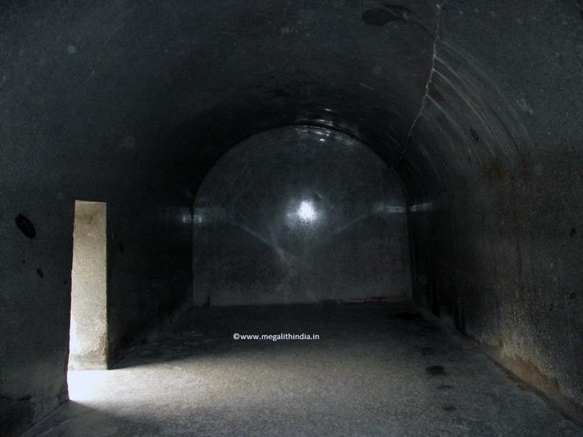 Загадочные пещеры Барабар (Barabar Caves)