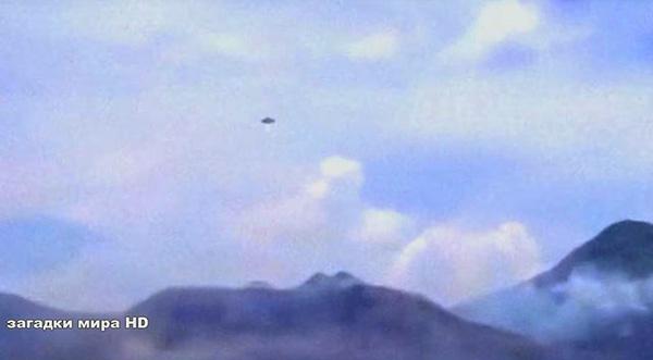 НЛО инициирует газовый выброс вулкана
