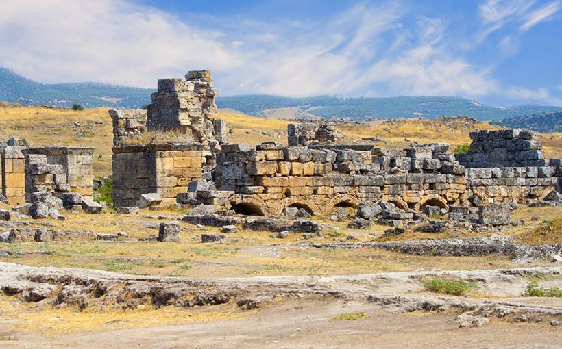 Врата в ад: древнеримские жрецы убивали жертв смертельным газом